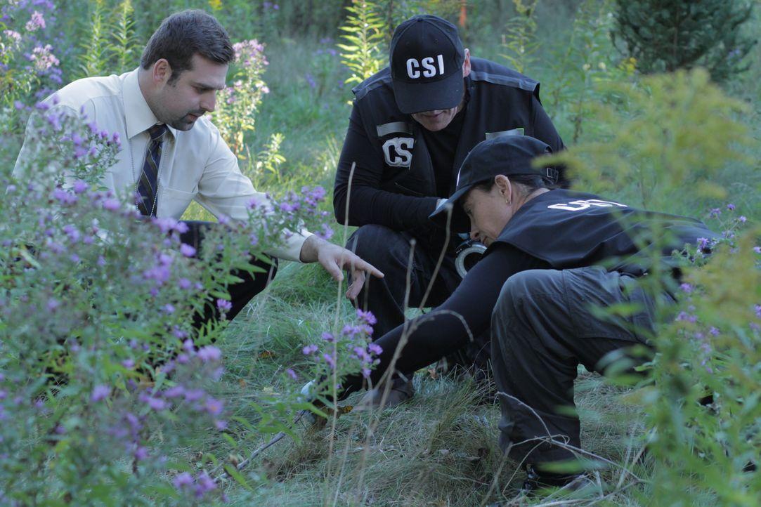 Inspector Bajat (l.) - Bildquelle: Ian Watson Arrow International Media/Saloon Media Inc / Ian Watson