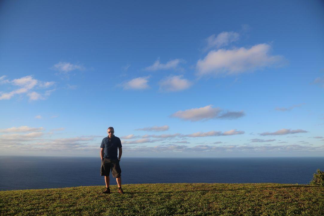 1789 begann die Besatzung der Bounty zu meutern und ließ sich auf der einsamen Insel Pitcairn nieder. Heute wohnen dort 50 Menschen, die fast alle d... - Bildquelle: 2013 deMENSEN