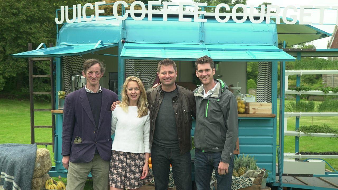 Drinks to go: George Clarke (2.v.r.) trifft die 27-jährigen Tabitha (2.v.l.) aus Devon, die viele Stunden ihres Lebens damit verbracht hat, einen al... - Bildquelle: Plum Pictures