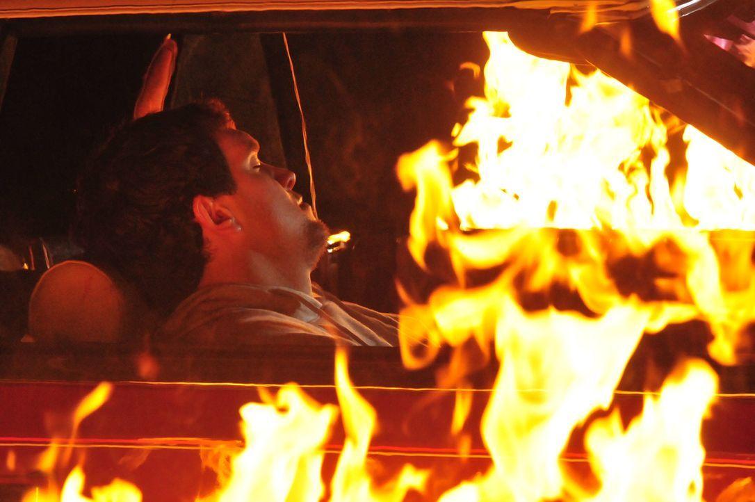 Die Leiche in dem brennenden Wagen war David Stevens. Wer hat ihm den Tod gewünscht und warum? - Bildquelle: Cineflix 2010