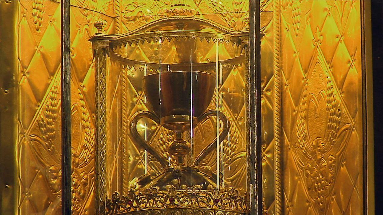 Überall auf der Welt findet man Artefakte, die der heilige Gral sein könnten: Doch worum genau handelt es sich bei diesem geheimnisvollen Gegenstand... - Bildquelle: LIKE A SHOT ENTERTAINMENT 2014