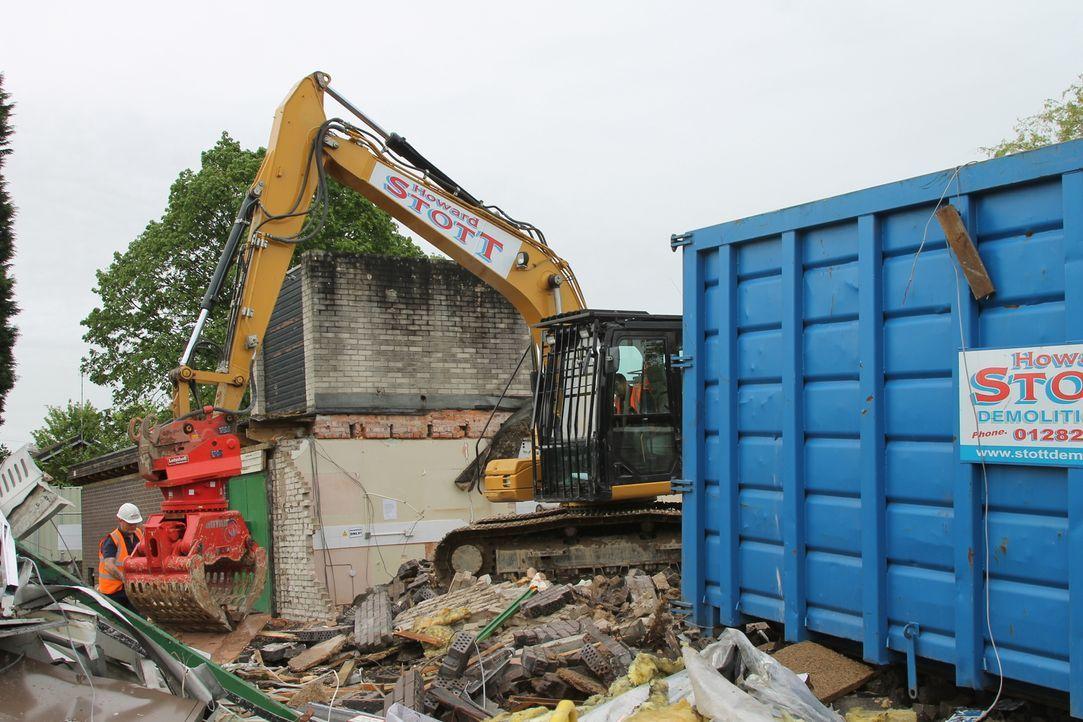 """Sie zerschlagen Gebäude, Boote, Busse und ganze Brücken: Doch die """"Schrottkönige"""" sind nicht nur Abriss- und Bergungsexperten, sondern auch innovati... - Bildquelle: Back2Back Productions Limited"""