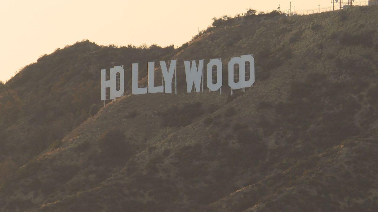 In Hollywood geschehen immer wieder geheimnisvolle Dinge. Wie gelangten 2015 vertrauliche E-Mails von Filmstudio-Chefs auf Titelseiten von Zeitungen... - Bildquelle: Channel 5 Broadcasting Ltd 2015