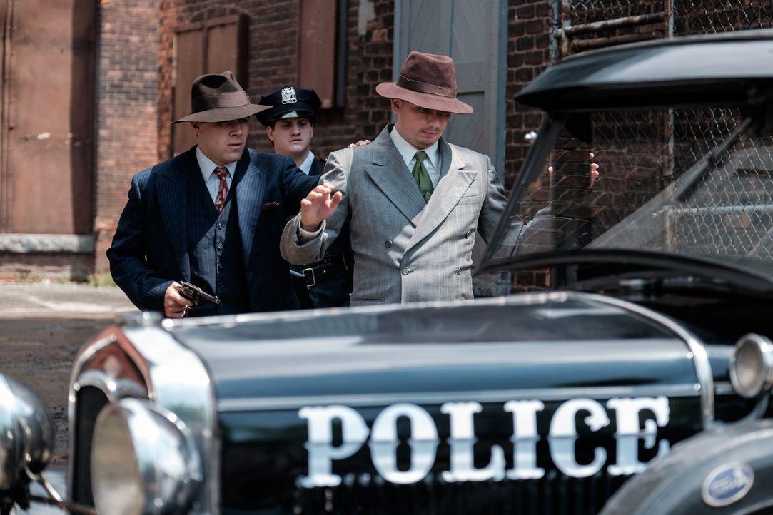 """Der junge und ambitionierte Polizist Delf """"Jelly"""" Bryce (Anthony Lamanna, l.) will die Autodiebstahle in Oklahama City bekämpfen und schreckt auch v... - Bildquelle: Darren Goldstein Cineflix 2015"""