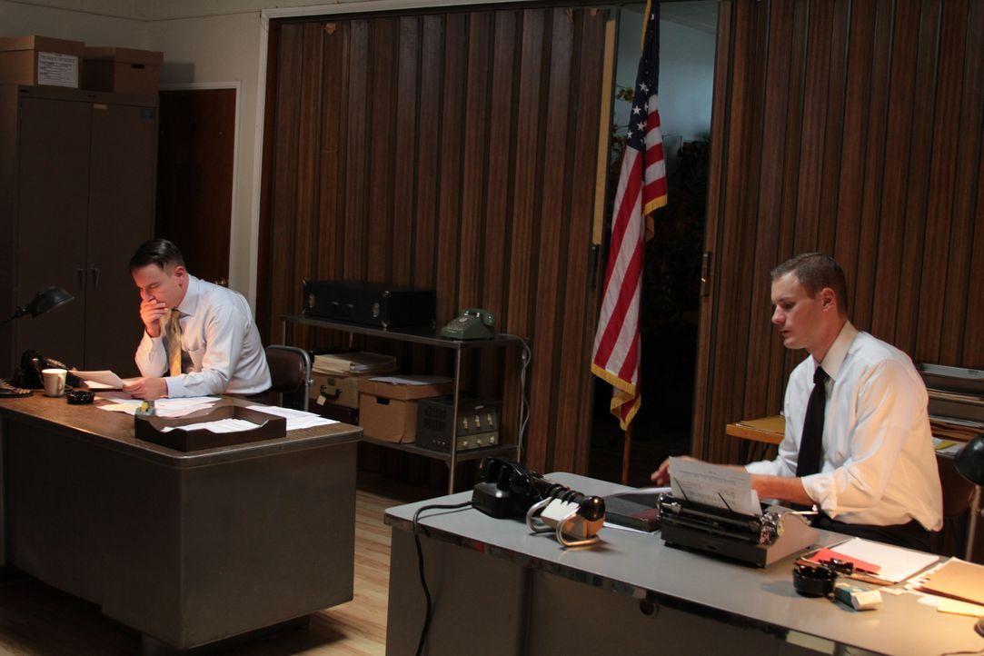 Im Jahr 1957 versuchen zwei Kriminalbeamte der Midnight Oil den Mörder zu finden, der während einer Verkehrskontrolle die Offiziere Richard Phillips... - Bildquelle: LMNO Cable Group