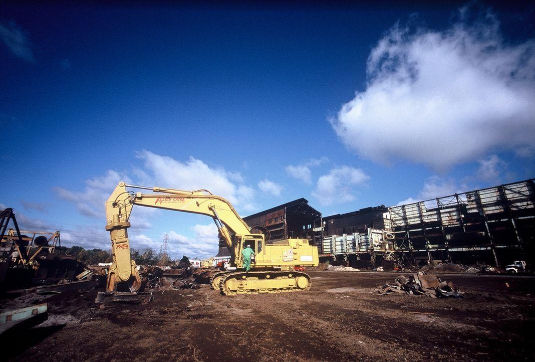 Alte Gebäude werden nicht immer dem Erdboden gleichgemacht. Viele von ihnen können saniert werden und Materialien wie Zement, Ziegeln oder Stahl zur... - Bildquelle: PMF/Klaire Markham