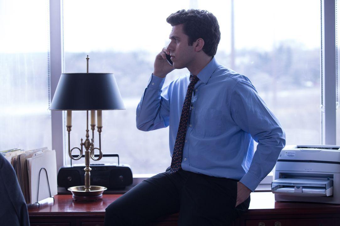 Glückt die Familienzusammenführung? Der New Yorker Finanzberater Peter (Foto) sucht seine leibliche Mutter. Endlich erhält er den ersehnten Anruf vo... - Bildquelle: Darren Goldstein Cineflix 2014