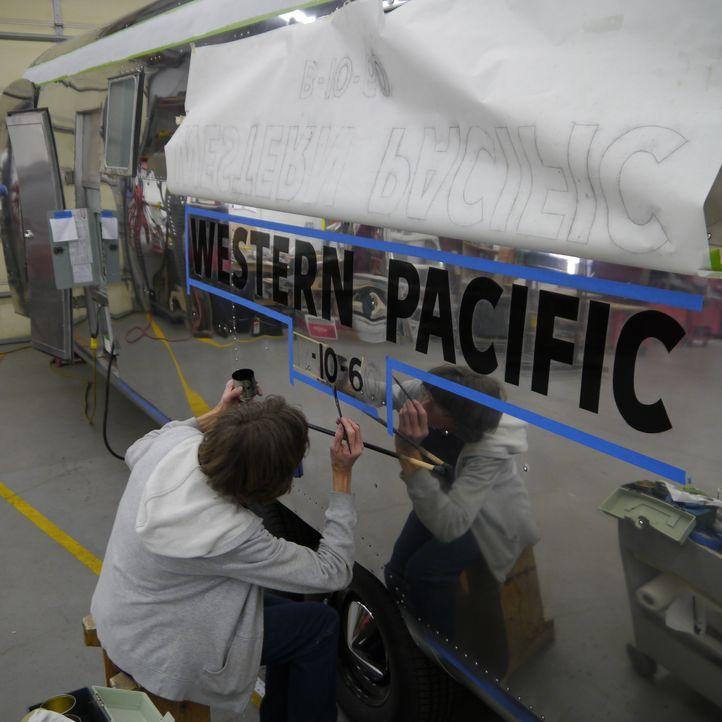 Die mobile Villa der Band Perry, ein Wohnmobil für Leno und Timeless Airstreams - Bildquelle: 2012, The Travel Channel, L.L.C. All rights Reserved.