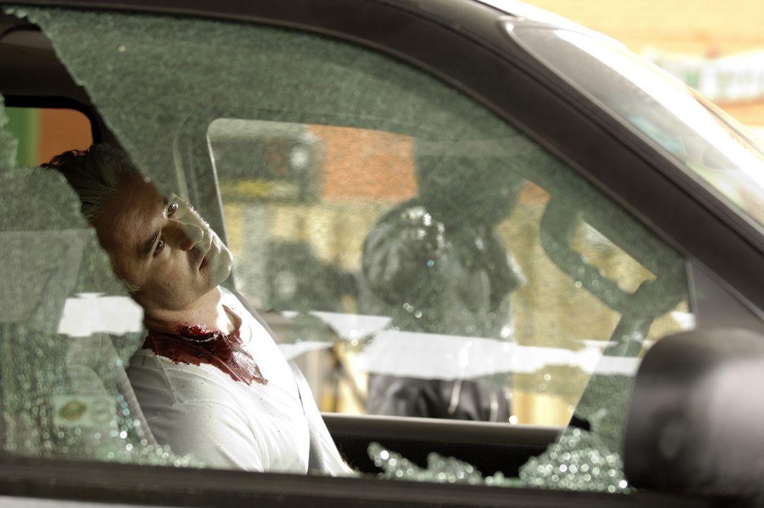 An einer Tankstelle wird dem 40-jährigen Jeff Zack (Mark Robertson) ins Gesicht geschossen. Vom Täter fehlt jede Spur. Doch dann wendet sich das Bla... - Bildquelle: Ben Mark Holzberg Cineflix 2007