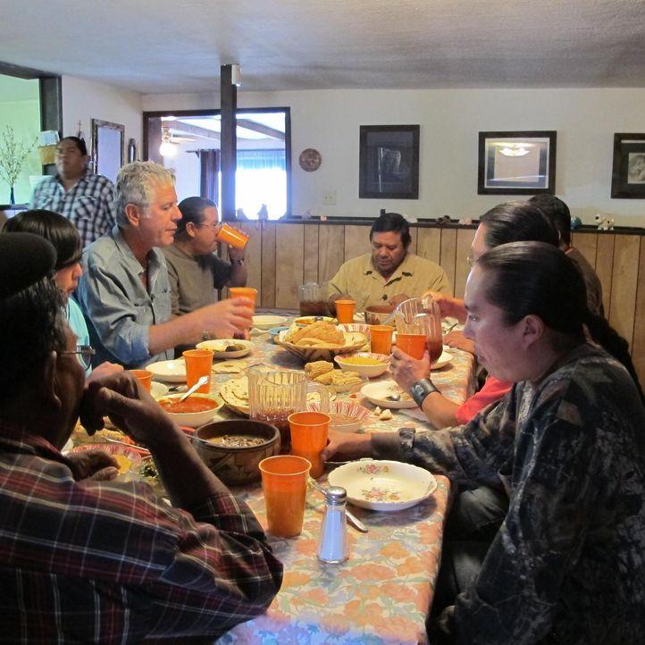Koch Anthony Bourdain (4.v.l.) begibt sich nach New Mexico. Dort brachte der kulturelle Mix der Einwohner eine spannende Küche hervor, die spanische... - Bildquelle: 2013 Cable News Network, Inc. A TimeWarner Company. All rights reserved.