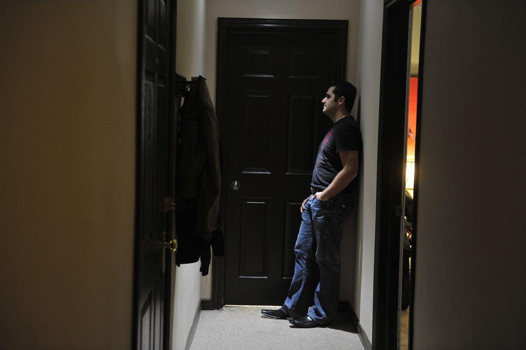 Hat George (Frankie DeFranchesco), Julies Liebehaber in Griechenland, etwas mit ihrem Verschwinden zu tun? - Bildquelle: Jag Gundu Cineflix 2012