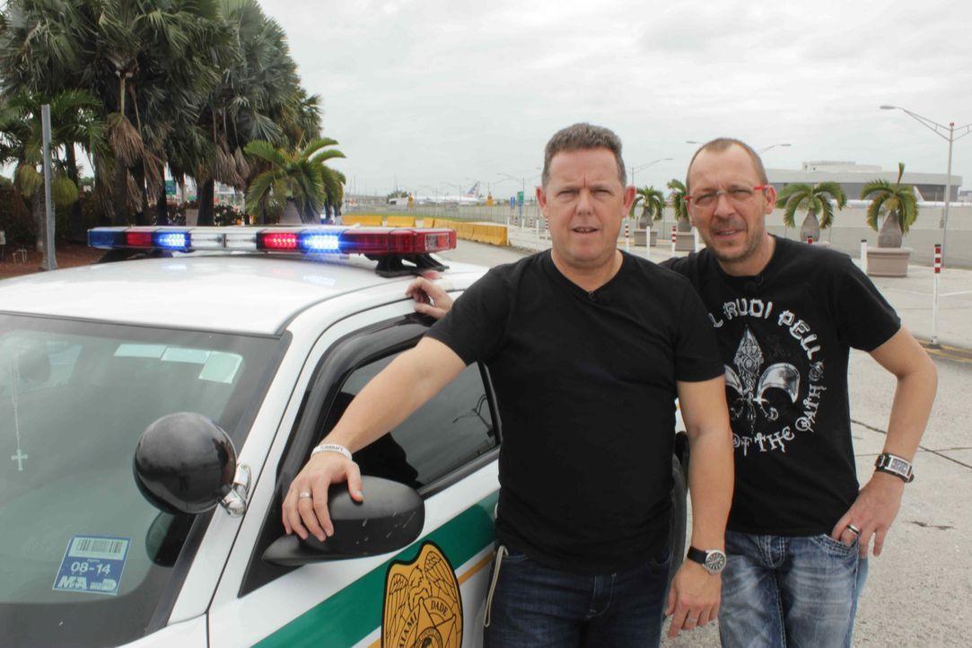 Toto (l.) und Harry (r.), die Bochumer Kult-Polizisten, sind wieder im Einsatz. Doch diesmal ist ihnen der Ruhrpott nicht genug: Gemeinsam mit den K... - Bildquelle: kabel eins