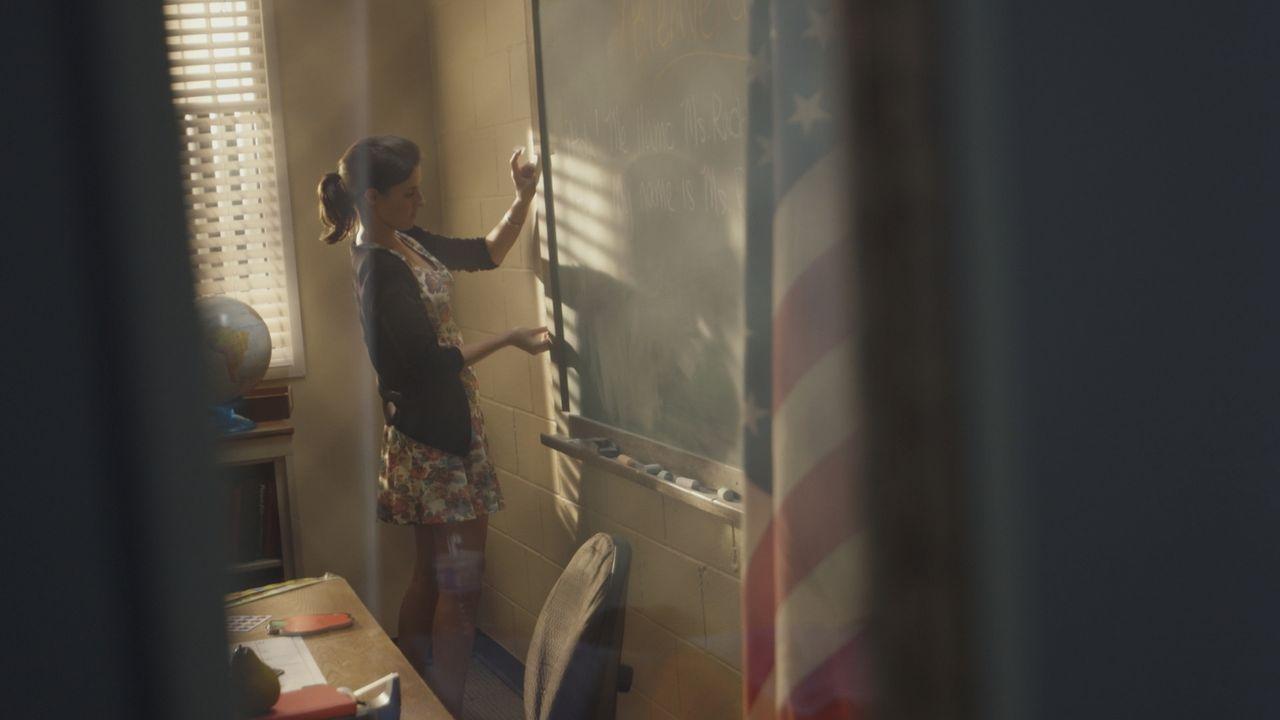 August 1993. Die 29-jährige Grundschullehrerin Rachel Rachlin freut sich darauf, an einer neuen Schule ein neues Kapitel ihres Lebens zu beginnen. D... - Bildquelle: LMNO Cable Group