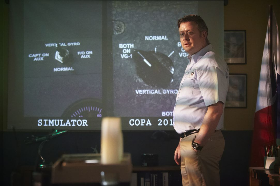 NTSB Crash Investigator Tom Haueter (Christian Lloyd) - Bildquelle: Ian Watson Cineflix 2014/Ian Watson