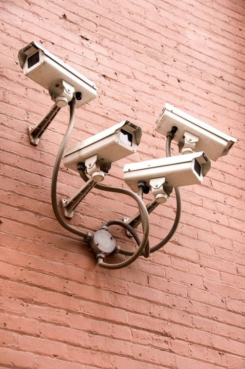 Mit welchen Sicherheitssystemen schützen sich Banken vor Safeknackern? Wie sieht die Produktion von Vorhänge- und Kombinationsschlössern in der Fabr... - Bildquelle: Courtesy Actuality Productions