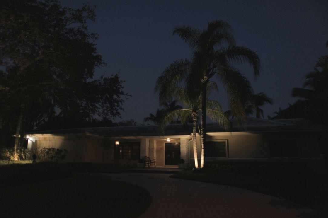 Der Anwalt John Sutton und seine Frau Susan werden im eigenen Haus regelrech... - Bildquelle: Cineflix 2017