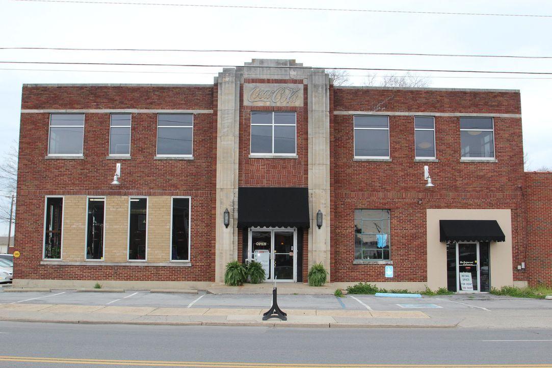 Wie wohnt es sich in einem umgebauten Kino oder einer ehemaligen Limonadenfa... - Bildquelle: 2013, HGTV/Scripps Networks, LLC. All Rights Reserved.