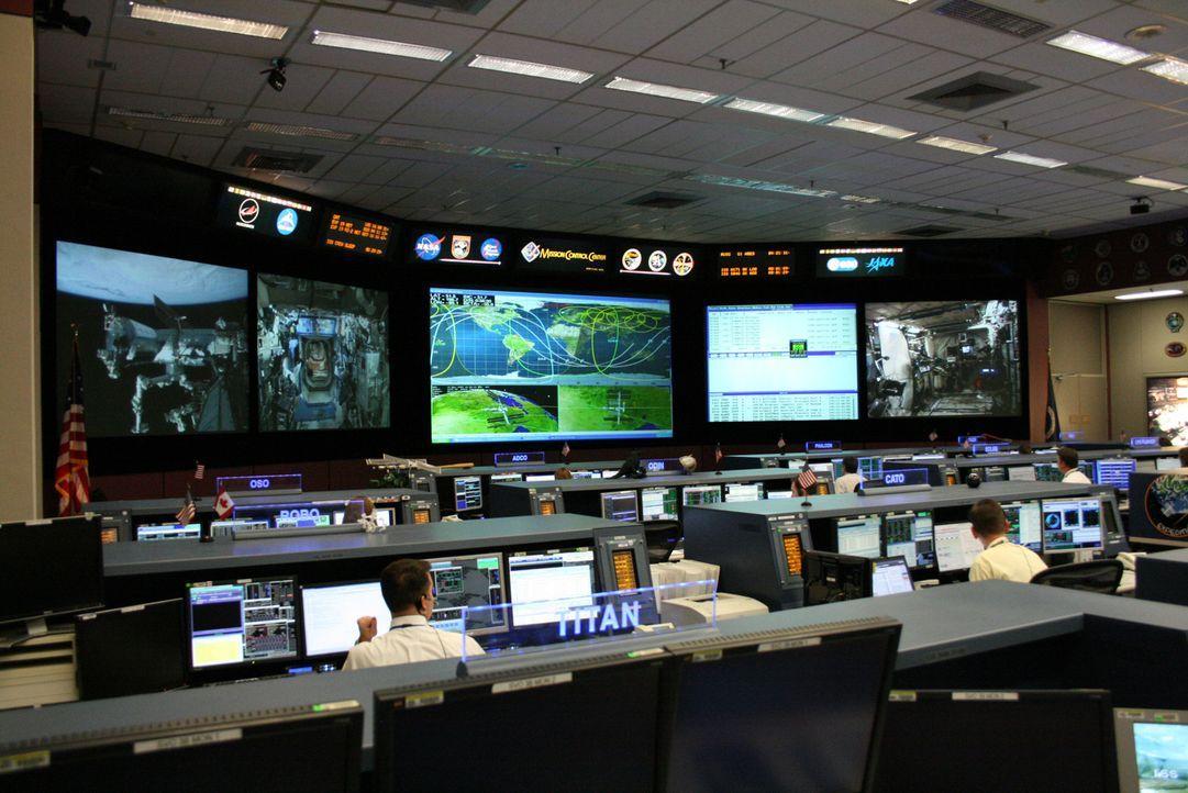 """Die internationale Raumstation ISS ist ein gigantisches technisches Projekt - hoch über unseren Köpfen befindet sich das """"fliegende Labor"""", dessen C... - Bildquelle: Steve Bonser Steve Bonser"""