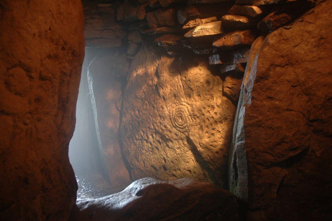 Überall auf der Welt entdecken Forscher Gräber mit geheimnisvollem Inhalt un... - Bildquelle: A&E Television Networks