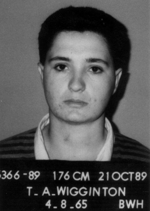 Brisbane, Australien, im Oktober 1989: Die 26-jährige Tracey Wigginton tut sich mit ihrer Liebhaberin Lusa Ptaschinski und einem anderen lesbischen...