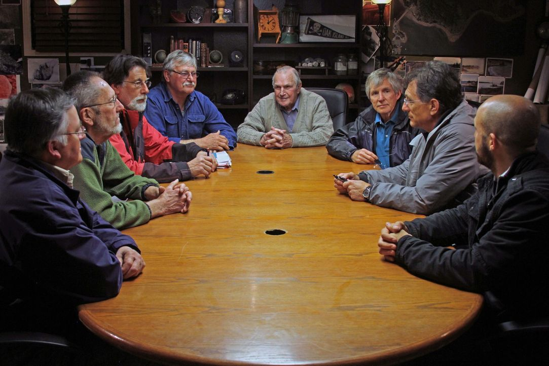 Die Schatzsucher von Oak Island erfahren von alten Landkarten, die beweisen könnten, dass die Kreuzritter tatsächlich die Insel besucht haben. Werde... - Bildquelle: 2016 A&E Television Networks, LLC. All Rights Reserved.