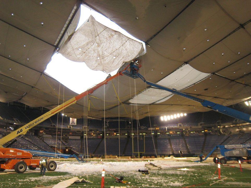 Was verursachte den Zusammenbruch des Stadion-Daches des Minneapolis Metrodomes? War es ein technischer Konstruktionsfehler oder die Gewalt von Mutt... - Bildquelle: 2015 A&E TELEVISION NETWORKS, LLC. ALL RIGHTS RESERVED.