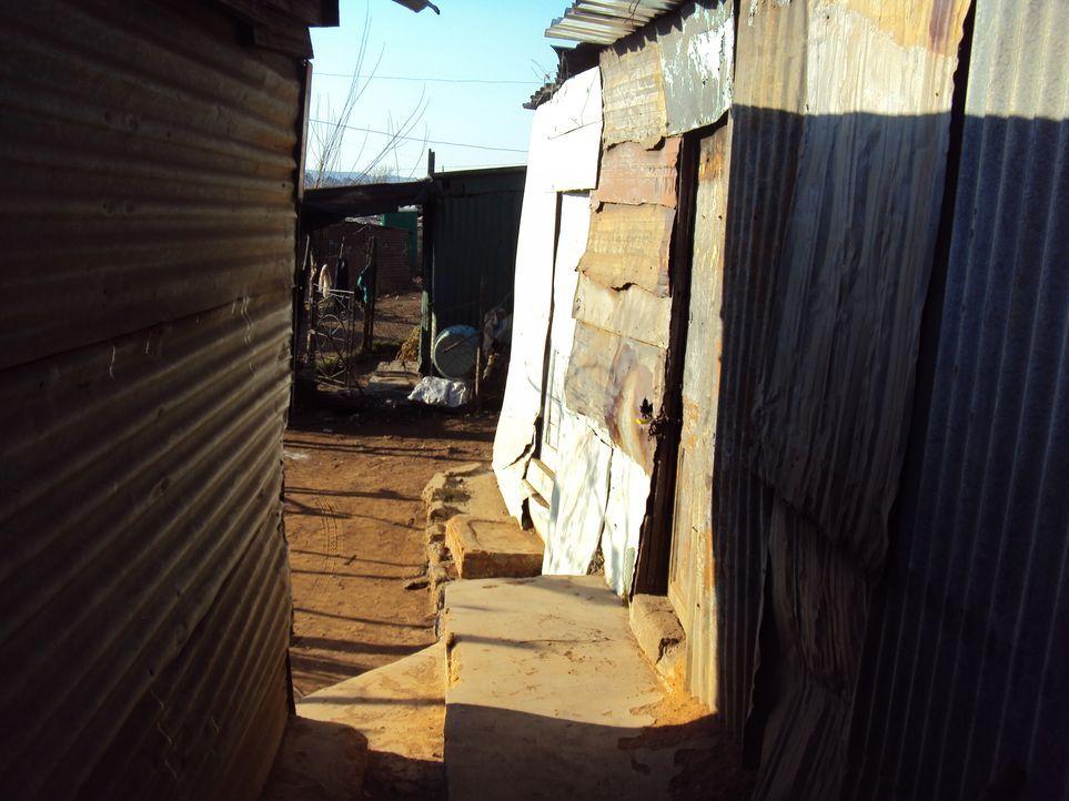 Reporter Krishnan Guru-Murthy wagt sich ins südafrikanische Johannesburg und trifft sich dort mit Menschen, die sich vom Staat betrogen fühlen. Sie... - Bildquelle: Quicksilver Media 2012