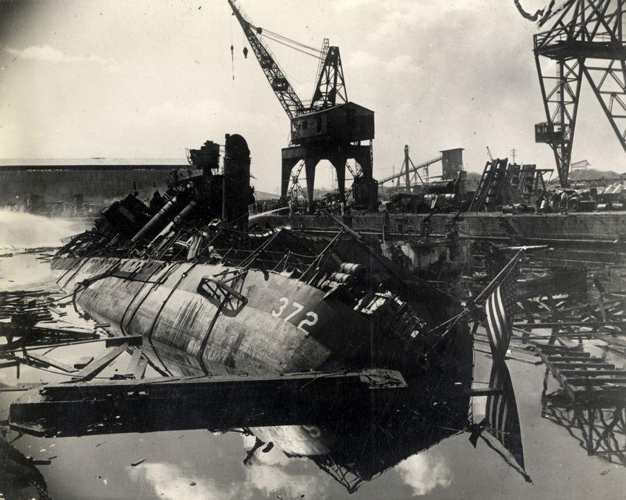 Der Wendepunkt des 20. Jahrhunderts: Bei dem heimtückischen Angriff der Japaner auf Pearl Harbor kommen 2400 US Amerikaner ums Leben. - Bildquelle: 2011 A&E TELEVISION NETWORKS.