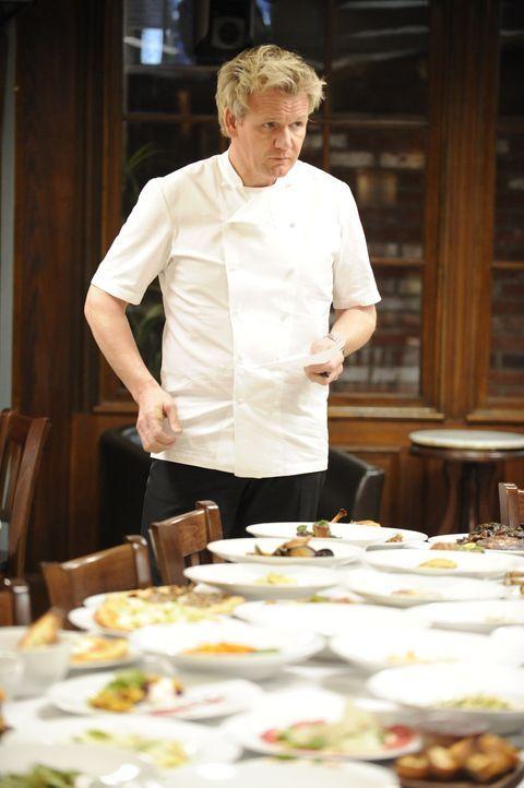 """Schon bei der Verkostung der Speisen dreht sich dem Sternekoch Gordon Ramsay der Magen um. Ist das """"Davide"""" noch zu retten? - Bildquelle: Fox Broadcasting.  All rights reserved."""