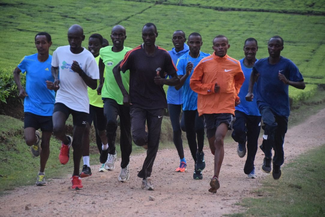 Reporter Ade Adepitan reist nach Kenia, um dort in die Welt des Leistungssports einzutauchen und die Wahrheit über Doping und Korruption in Zusammen... - Bildquelle: Quicksilver Media