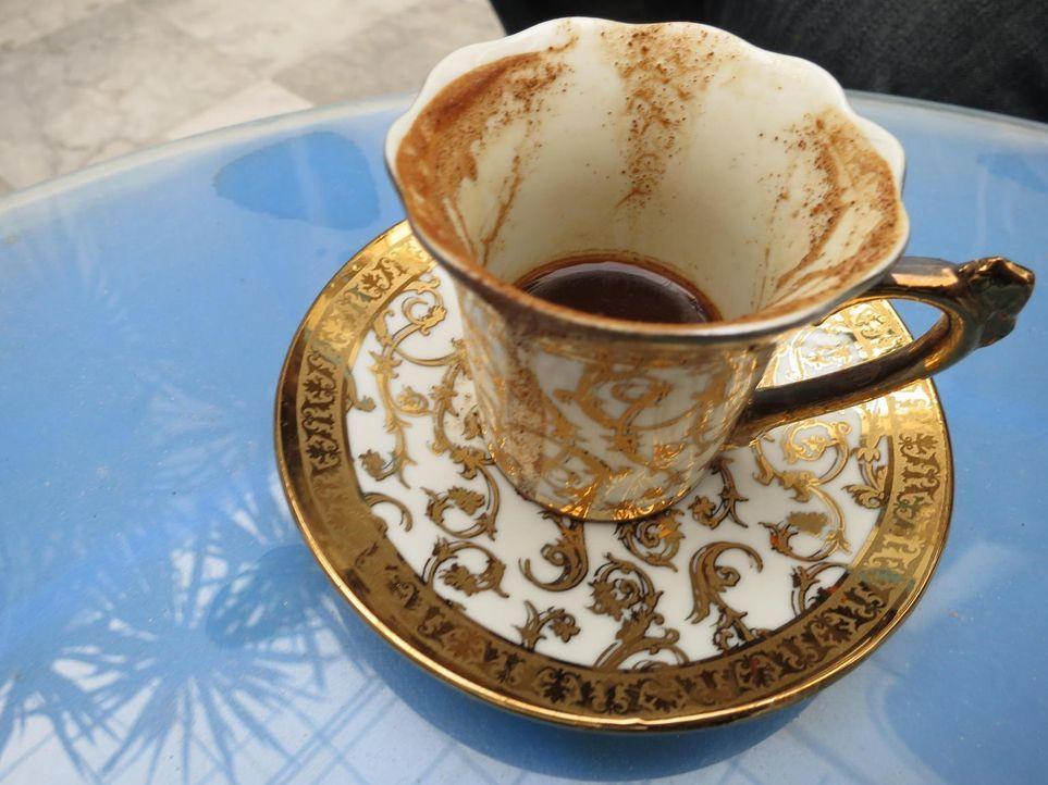 Zwischen libyschem Hip Hop, italienischen Restaurants und den Überbleibseln des Krieges versucht Anthony Bourdain, auf kulinarischem Weg Zugang zum... - Bildquelle: 2013 Cable News Network, Inc. A TimeWarner Company. All rights reserved.