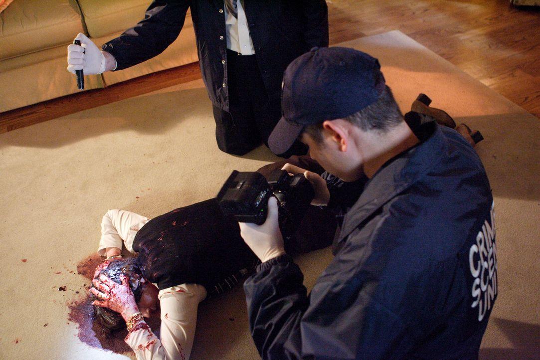 Als Neuländer 1994 sein Haus betritt, findet er seine Frau tot und blutüberströmt auf dem Wohnzimmerboden ... - Bildquelle: Ian Watson Cineflix 2008