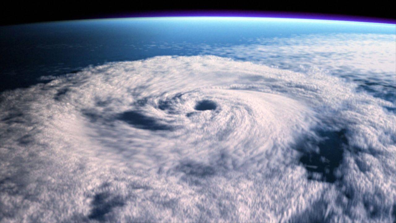 Blick aus dem Weltall auf den Jahrhundert-Hurrikan Grace ... - Bildquelle: BBC