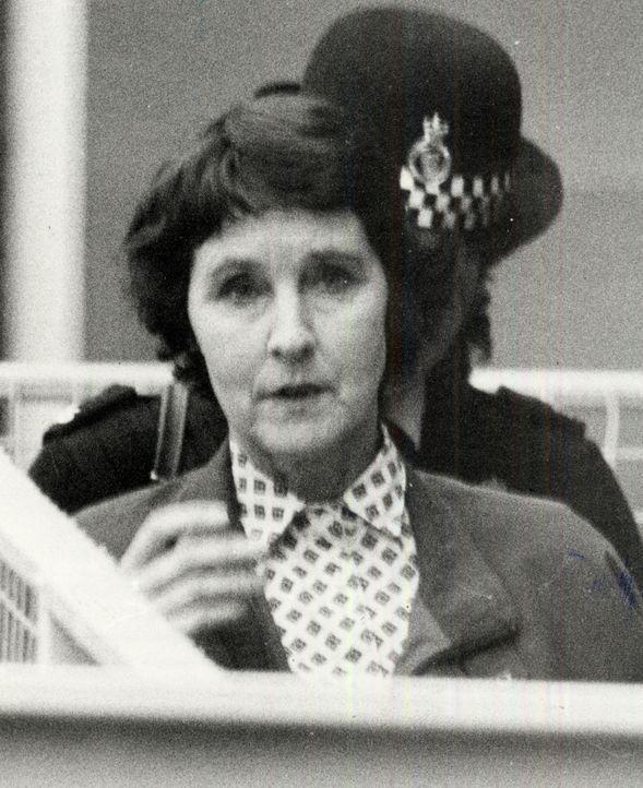Susan Wilberforce wird beschuldigt, im Jahr 1987 den Architekt Simon Dale ermordet zu haben.