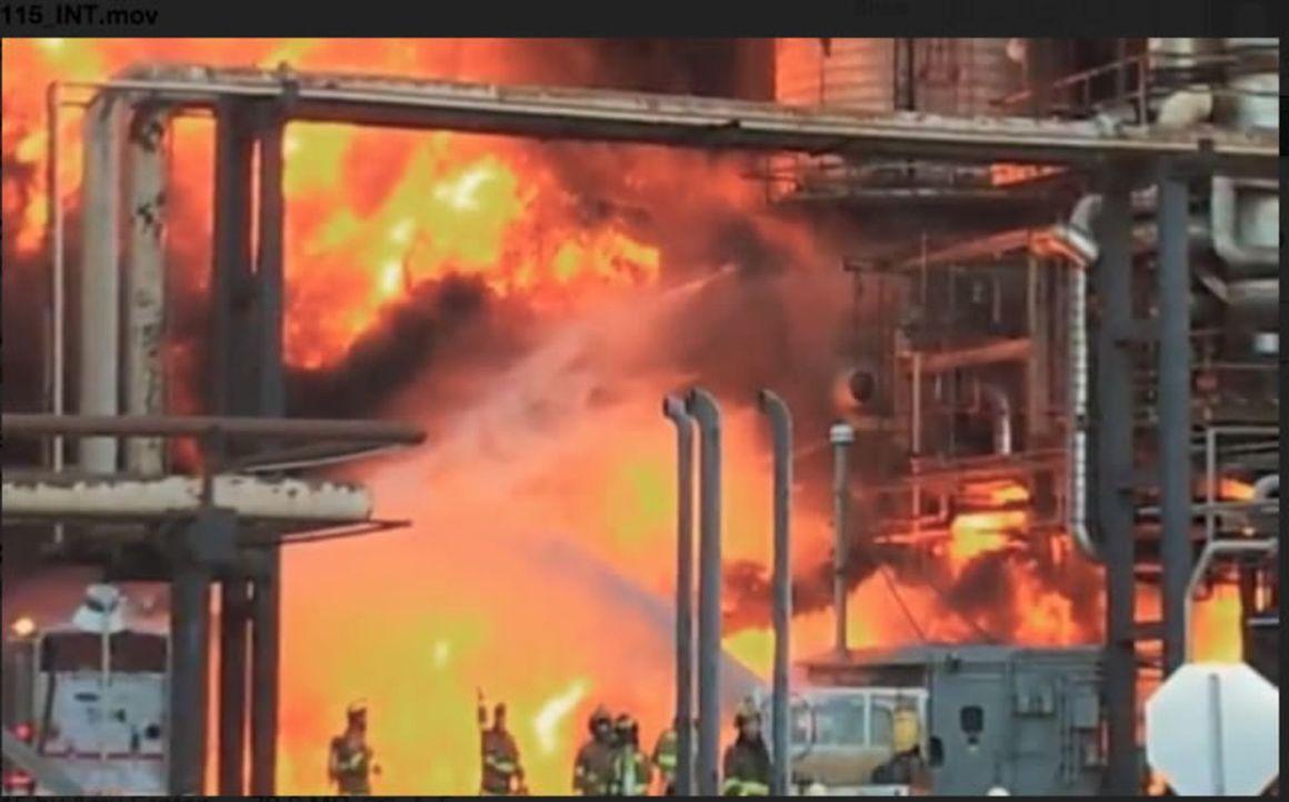 Die West Virginia-Zeche entzündet sich auf mysteriöse Weise und 29 Bergleute kommen dabei im Inneren ums Leben. Was hat zu dem tragischen Feuerdrama... - Bildquelle: 2015 A&E TELEVISION NETWORKS, LLC. ALL RIGHTS RESERVED.