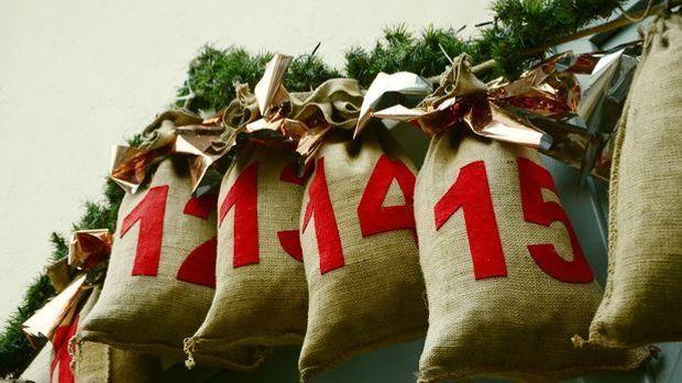 Selbstgemachte Adventskalender mit Jutebeuteln stammen ursprünglich aus Skand...