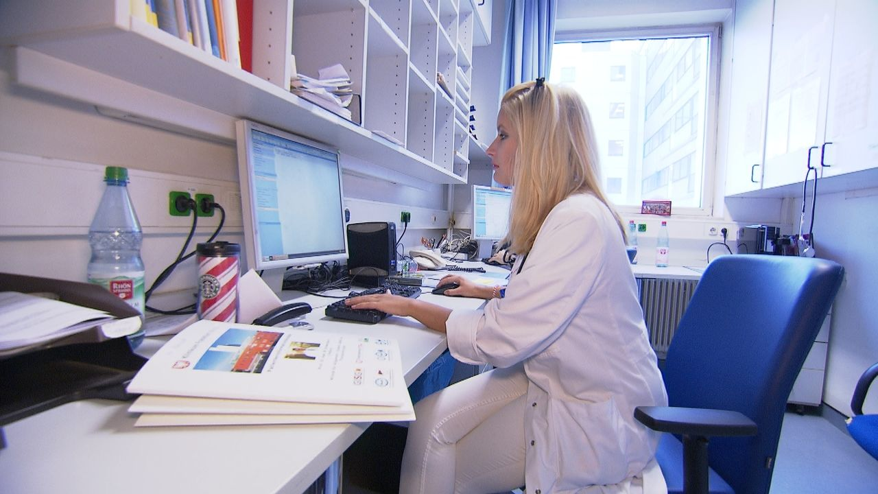 Assistenzärztin Stefanie Richter ist Chirurgin aus Leidenschaft. Seit mehr als einem Jahr ist sie jetzt am Klinikum Frankfurt Höchst und lebt ihren... - Bildquelle: kabel eins