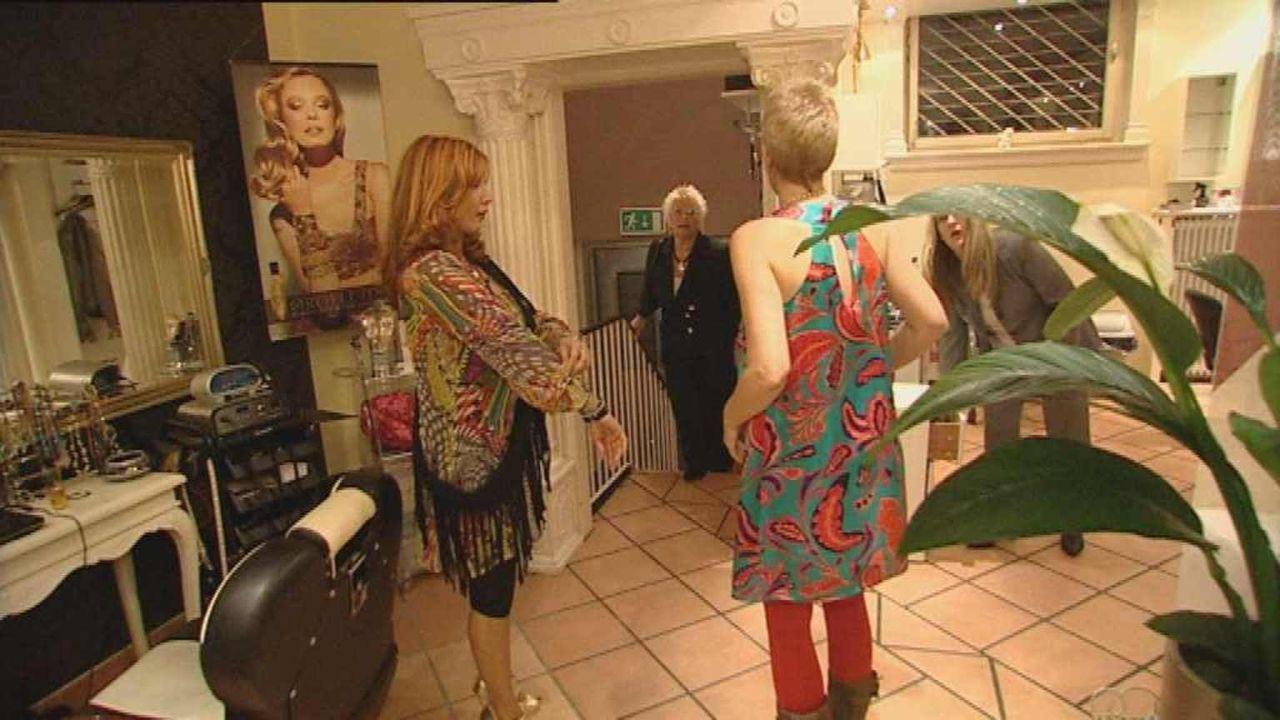 """Fariba Fernandez da Silva, Chefin des Schönheitssalons """"Pretty Woman"""" auf St. Pauli, hübscht seit zwölf Jahren die Kiez-Kundschaft auf ... - Bildquelle: ProSiebenSat1. TV"""