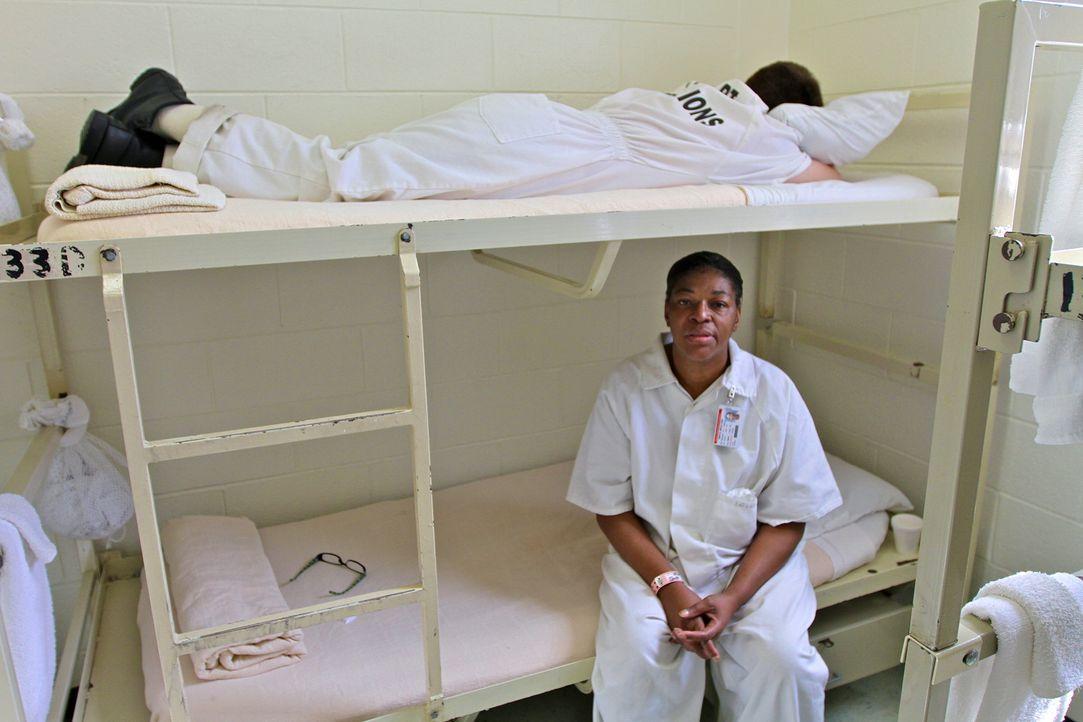 Die Zellen sind nur mit dem Nötigsten ausgestattet ... - Bildquelle: Peter Hutchens part2pictures