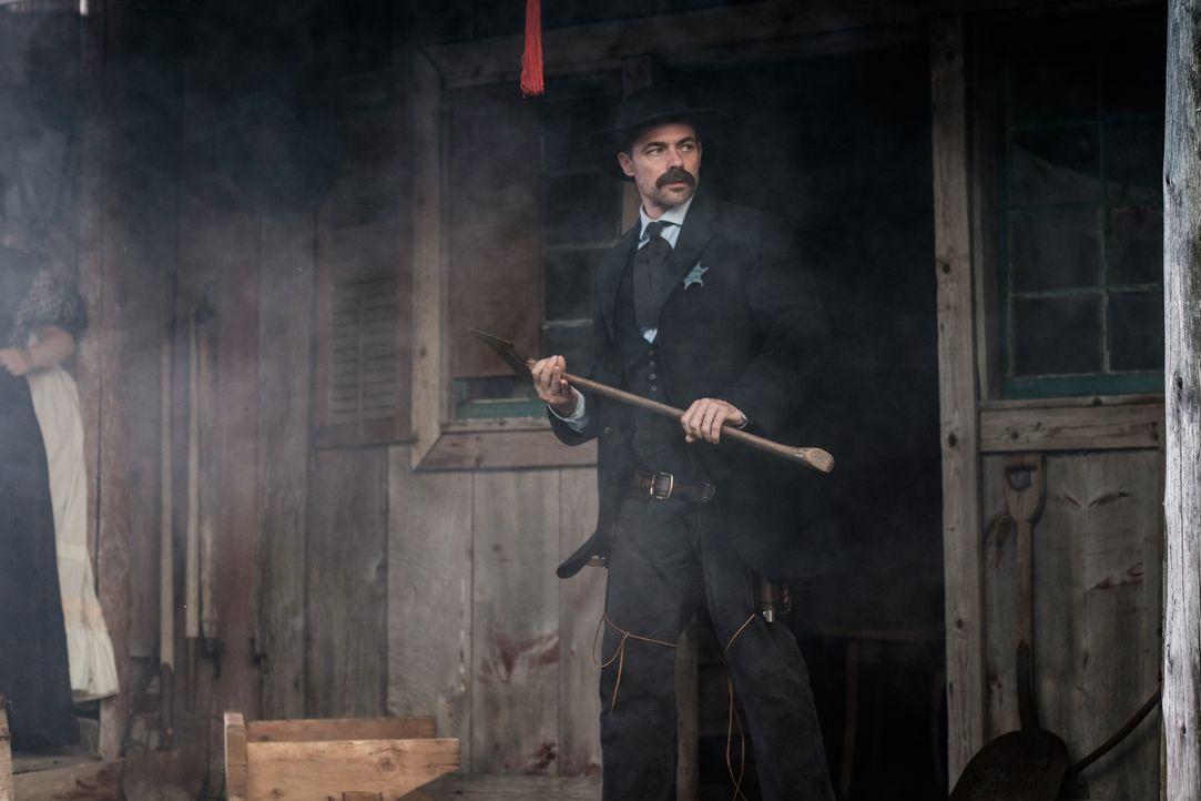 Tom Smith (Rob Cardno) setzte sich für die kleine Stadt Abilene und dessen Bewohner ein. Als ein Nachbarschaftsstreit eskaliert, ermittelt der Geset... - Bildquelle: Darren Goldstein Cineflix 2015