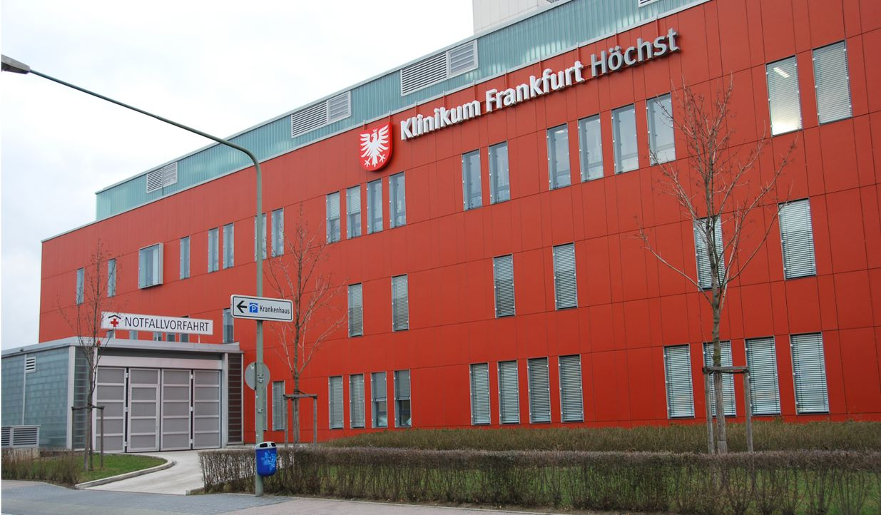 2.000 Angestellte, 900 Betten und 140.000 Patienten pro Jahr: kabel eins zeigt den echten Krankenhaus-Alltag am Klinikum Frankfurt Höchst aus der Si... - Bildquelle: kabel eins