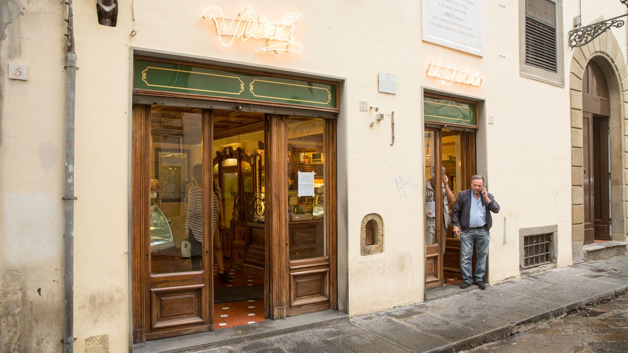 Koch und Autor Andrew Zimmern reist nach Florenz. Dort erlebt er die Kunst im Essen und in der Zubereitung. Ein schönes Florentiner Steak, sämige Su... - Bildquelle: 2014,The Travel Channel, L.L.C. All Rights Reserved