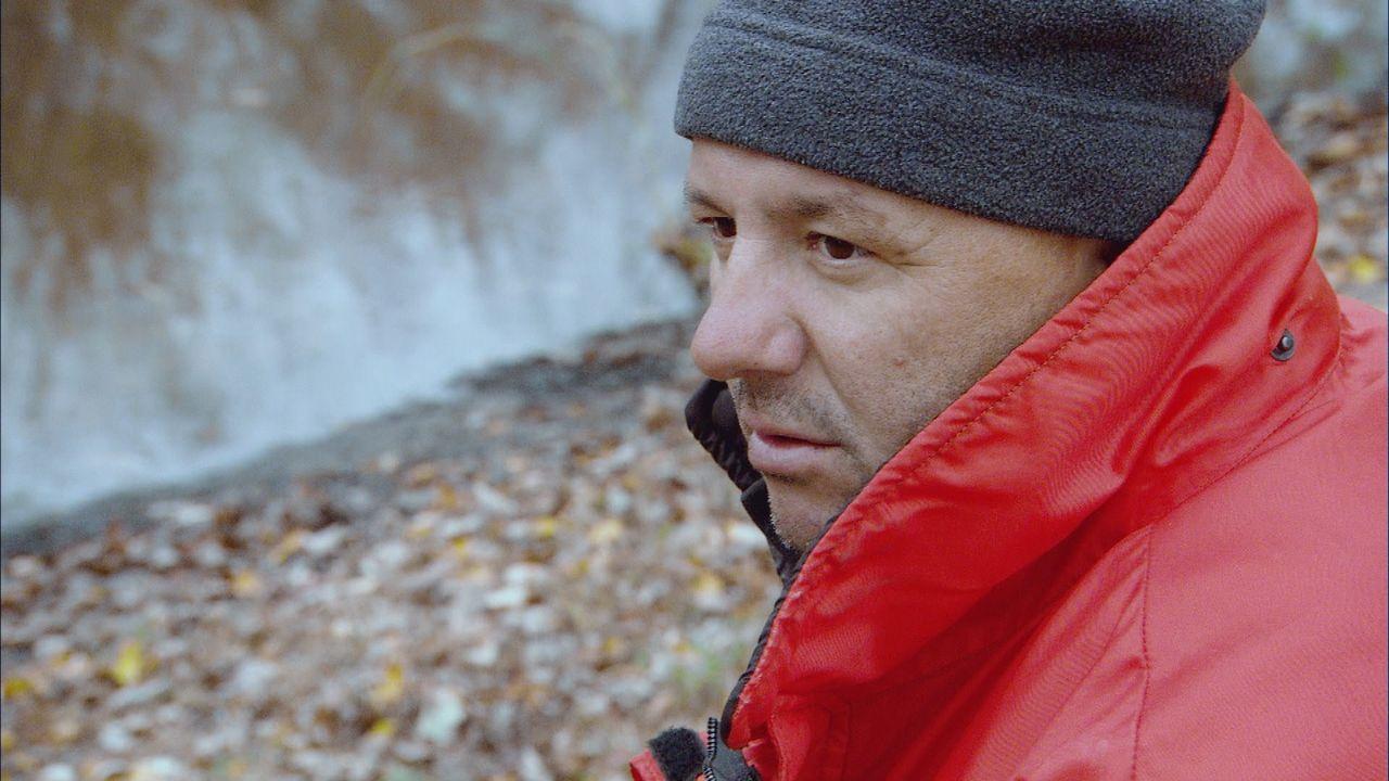 Am Lake Saint Pierre sieht Ross Tremblay seinen bisher wichtigsten Auftrag durch einen fehlerhaften Bombendetektor gefährdet ... - Bildquelle: 2012 PIXCOM PRODUCTIONS INC.