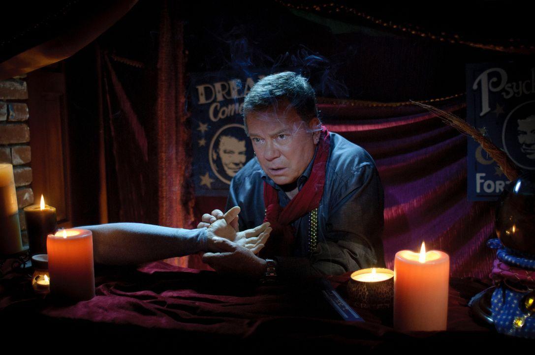 Moderator William Shatner versucht auch dieses Mal, einem Mythos aufzudecken, dieses Mal mit Geistern. Wahre Erscheinungen oder Gespinste unserer Wa... - Bildquelle: Cineflix 2010