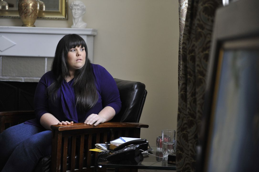 Macht sich große Sorgen um Julie: Susan (Nancy Mamais), befürchtet Schlimmstes und engagiert deswegen einen Privatdetektiv ... - Bildquelle: Jag Gundu Cineflix 2012