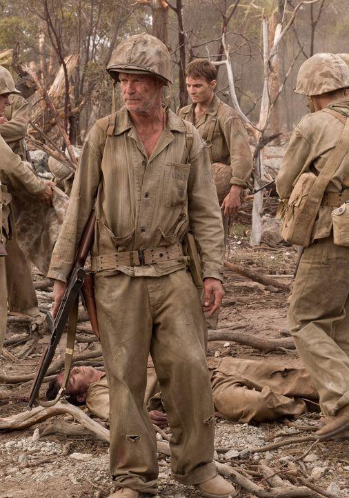 12.000 Japaner wollen bis zum letzten Mann die Insel und den Flughafen verteidigen. Pops (Gary Sweet) und seine Kameraden lernen das sinnlose Grauen... - Bildquelle: Home Box Office Inc. All Rights Reserved.