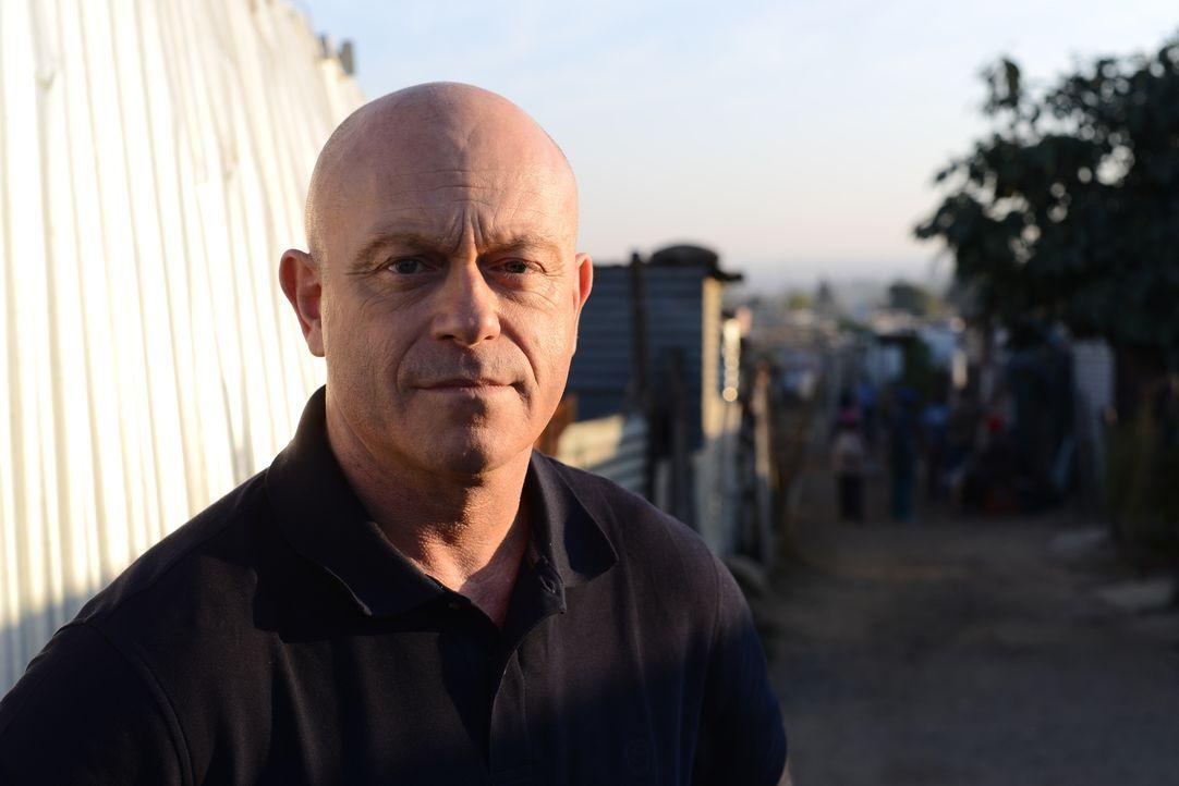 Traurige Statistiken zeigen, wie hoch die sexuelle Gewalt in Südafrika ist. Ross Kemp trifft sich mit Vergewaltigungsopfern, Tätern und Mitgliedern... - Bildquelle: Freshwater Films Ltd 2015