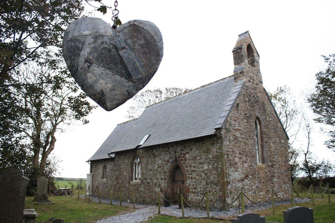 Architekt George Clarke hilft Gareth dabei, eine walisische Kapelle aus dem viktorianischen Zeitalter in ein bewohnbares Zuhause für sich und seine... - Bildquelle: 2014 Cable News Network, Inc. A TimeWarner Company All rights reserved.