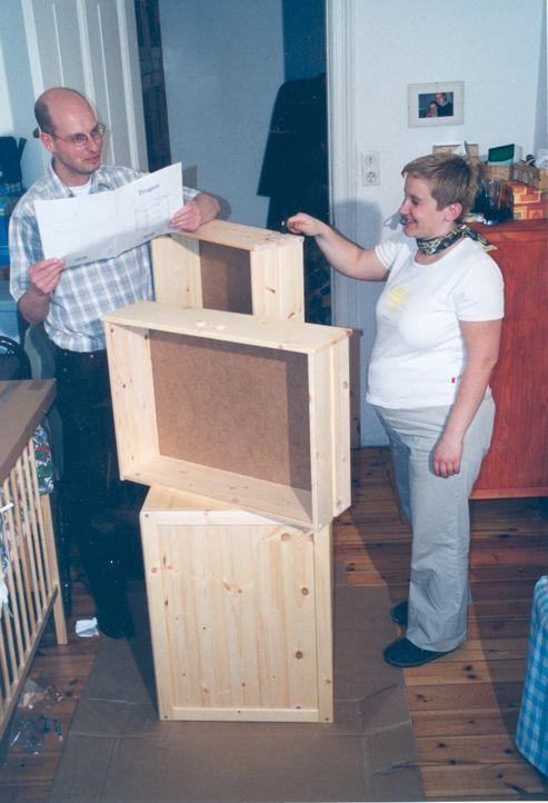 Auch bei Jörg (l.) und seiner Frau (r.) laufen die Vorbereitungen für das neue Kinderzimmer auf Hochtouren ... - Bildquelle: ProSiebenSat.1 TV