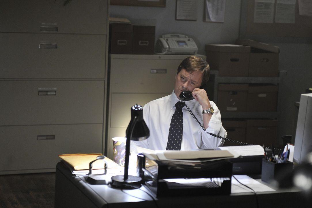 Können Detective Bruce Sloan (Jay Kee) den vermissten Geschäftsführer ausfindig machen, solange dieser noch am Leben ist? - Bildquelle: Jag Gundu Cineflix 2012